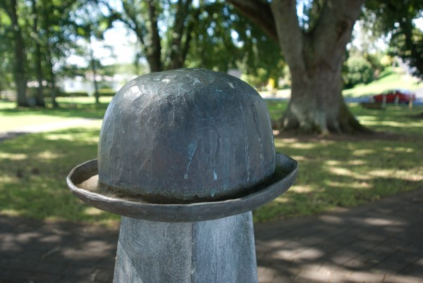 The type of hat involved in the episode that led to the naming of Te Rohe Potae is uncertain: Otorohanga has a bowler, Taumarunui, a top hat.
