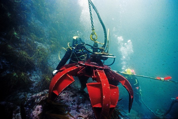The popular notion of a shipwreck sitting upright on the sea floor, tattered sails gently wafting in the current couldn't be farther from the truth. The remains of the Rifleman consist of a debris field covered with boulders ranging in size from a suitcase to a small car. A variety of techniques were used to shift material: the hydraulic grab proved cumbersome and impractical.