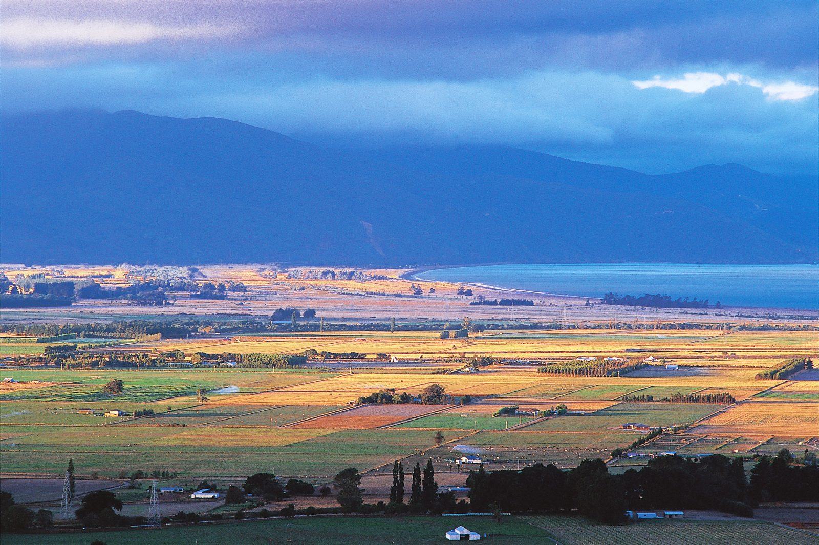 Clouds often gather round the hills behind POrt Underwood and the Marlborough Sounds, but to the frustration of locals they rarely produce rain in the Wairau valley. The only green fields in this view are those receiving irrigation