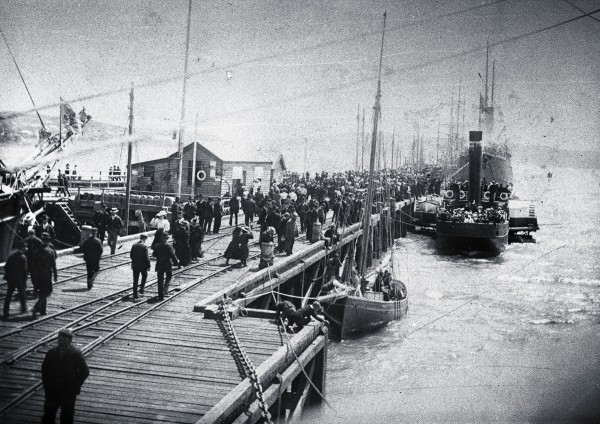 Feverish activity on Bluff wharf reflects the importance of nautical traffic in 19th-century New Zealand. The 100-ton paddle steamer Awarua served as the Stewart Island ferry between 1885 and 1900.