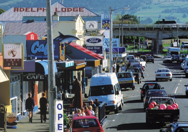 In downtown Kaikoura (top), services such as the bank and garage jostle for space with cafés and souvenir shops (below). Locals mutter about the difficulty of finding a parking place, and there are worries about how the resident population of 2000 might fund sewerage and water for a rising tide of visitors that now exceeds one million a year. That said, no one is complaining about the money tourism is bringing in, estimated to exceed $35 million a year.