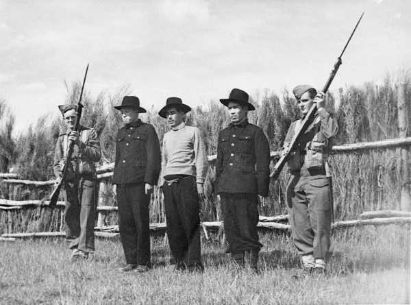 Servicemen take arms to guard three prisoners of war at the Featherston Camp. While many of the Japanese were veterans of the Pacific campaign, those tasked with their imprisonment were new recruits, many of whom had never seen active combat.